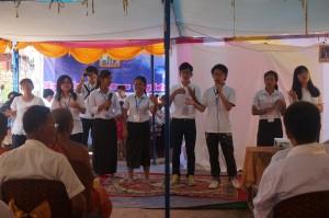 プレイベン村の祝福結婚式で歌を披露